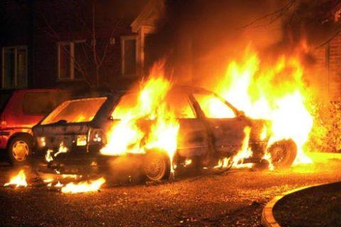 """Автомобіль """"Ауді"""" загорівся у Тернополі"""