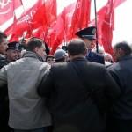 Свобода Тернопіль 9 травня День перемоги 2011 фото червоні прапори покладання квітів