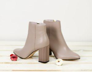 59871281991e91 Різноманітне жіноче шкіряне взуття в Україні так і манить модниць. І  останні готові щосезону купувати нову пару. Раціональність такого підходу  спірна для ...