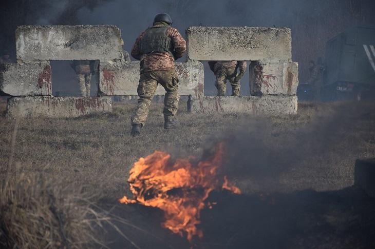 Стрілянина, вибухи, вогонь: що відбувається біля Тернополя. ФОТО