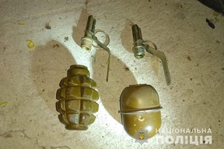 У жителя Тернопільщини знайшли цілий арсенал з гранатами. ФОТО