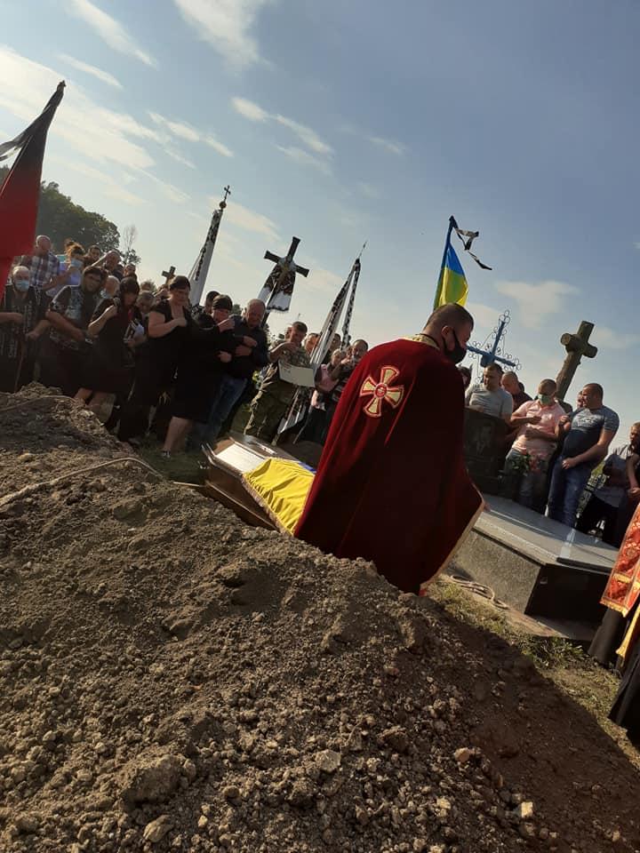 """""""Отримав 6 державних нагород і віддав життя за Україну"""": на Тернопільщині похоронили загиблого воїна (ФОТО), фото-8"""