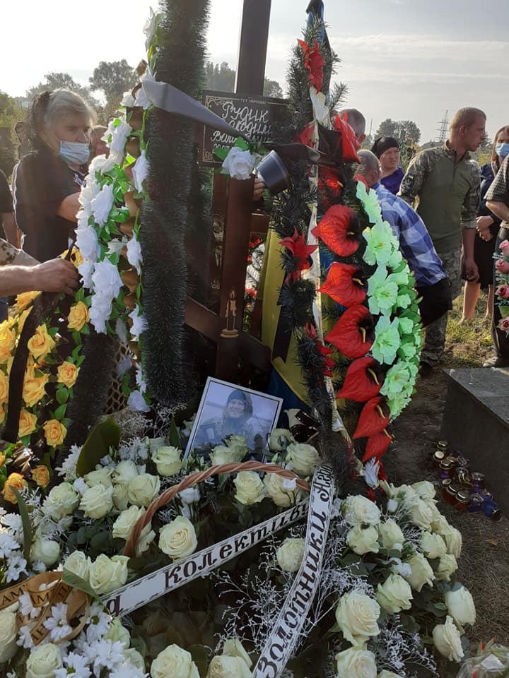 """""""Отримав 6 державних нагород і віддав життя за Україну"""": на Тернопільщині похоронили загиблого воїна (ФОТО), фото-9"""