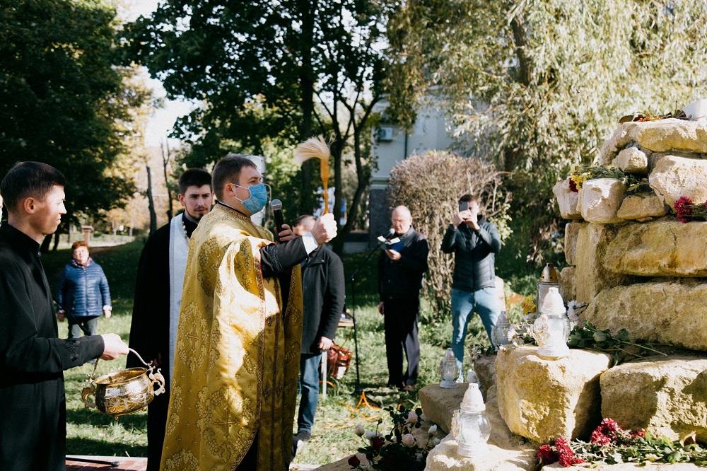 """У """"Біблійному саду"""" відкрили оригінальну скульптурну композицію"""